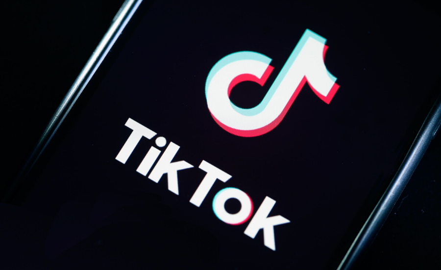 YouTube vs Tiktok: Tiktok's ratings drop to 1.3 on play store by Opsule blog